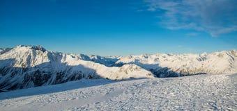 Panorama av det österrikiskt skidar semesterorten Ischgl Royaltyfria Bilder