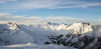 Panorama av det österrikiskt skidar semesterorten av Ischgl Fotografering för Bildbyråer