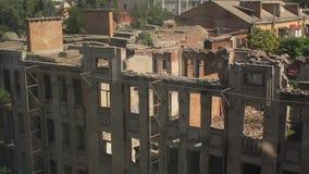 Panorama av det förstörda huset stock video