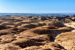Panorama av det fantrastic Namibia moonscapelandskapet Arkivfoto