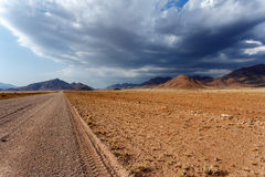Panorama av det fantrastic Namibia moonscapelandskapet Arkivfoton