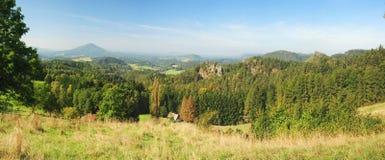 Panorama av det härliga landskapet Arkivfoton