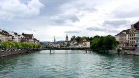 Panorama av det historiska gamla centret av Zurich lager videofilmer