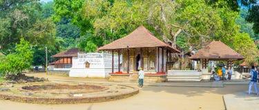 Panorama av det Natha Devale komplexet Royaltyfria Bilder