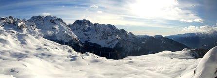 Panorama av dolomitien Arkivfoton