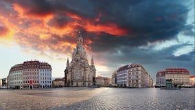 Panorama av Dresden på soluppgång, Frauenkirche, Tid schackningsperiod arkivfilmer