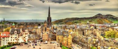 Panorama av Edinburg från slotten Arkivfoto
