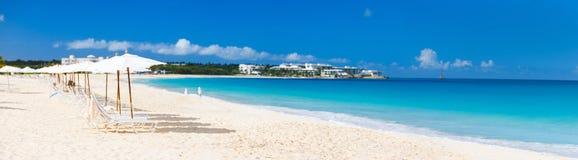 Panorama av en härlig karibisk strand royaltyfri foto