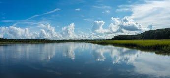 Panorama av en kust- vattenväg royaltyfria foton