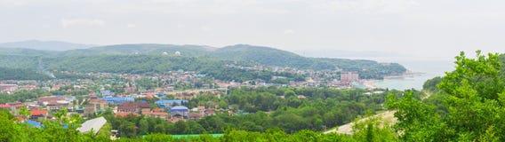 Panorama av en liten by royaltyfri fotografi