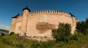 Panorama av en stor fästning i Khotyn, västra Ukraina Royaltyfri Foto