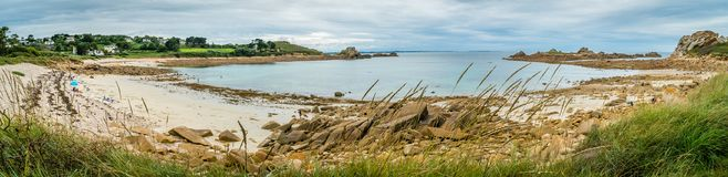 Panorama av en strand i nordliga brittany Royaltyfri Foto