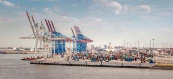 Panorama av en terminal i porten av Hamburg arkivfoto