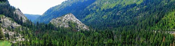 Panorama av ett litet avsnitt av de Sierra Nevada bergen av huvudväg 50 nära Lake Tahoe Royaltyfria Foton