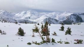 Panorama av Feuerkogel på den molniga dagen, Ebensee, Österrike stock video