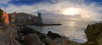 Panorama av fiskeläget - Tellaro - Ligurian hav - Italien Royaltyfri Bild