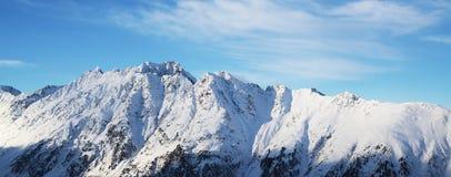 Panorama av fjällängarna övervintrar morgonen, Ischgl, Österrike Royaltyfria Bilder