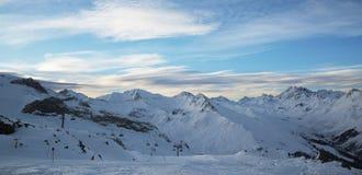 Panorama av fjällängarna övervintrar morgonen, Ischgl, Österrike Arkivbild