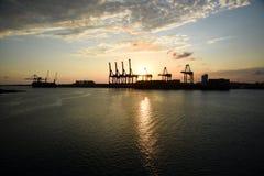 Panorama av freeporten, Bahamas på solnedgången Fotografering för Bildbyråer