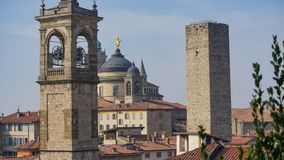 Panorama av gamla Bergamo, Italien Bergamo som kallas också den La Citt deien Mille, staden av tusenen, är en stad i Lombardy som Arkivfoto