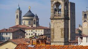 Panorama av gamla Bergamo, Italien Bergamo som kallas också den La Citt deien Mille, staden av tusenen, är en stad i Lombardy som Royaltyfria Foton