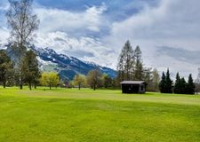 Panorama av golfsemesterorten med stugan Royaltyfri Foto