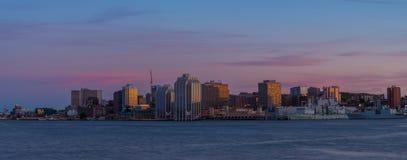 Panorama av Halifax Nova Scotia på solnedgången Royaltyfri Bild
