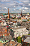 Panorama av Hamburg från den högsta punkten på en solig dag Arkivfoton