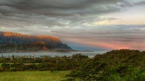 Panorama av Hanalei på ön av Kauai Arkivfoton