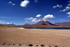 Panorama av himmel och den Miniques lagun i Chile arkivbilder
