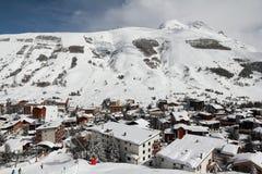 Panorama av hotellen och Hilsen, Les Deux Alpes, Frankrike, franska Royaltyfri Fotografi
