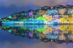 Panorama av Istanbul och Bosporus på natten Royaltyfri Foto