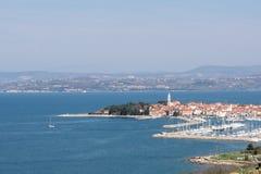 Panorama av Izola i Slovenien Arkivfoto