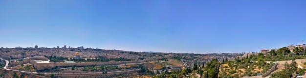 Panorama av Jerusalem från det olivgröna berg royaltyfri fotografi