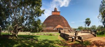 Panorama av Jetavanaramaya Dagoba, Anuradhapura, Sri Lanka Royaltyfria Bilder