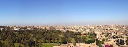 Panorama av Kairo i 2005, från de Giza pyramiderna Royaltyfri Bild