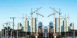 Panorama av konstruktionen av det moderna bostads- området fotografering för bildbyråer