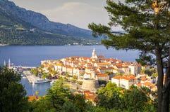 Panorama av Korcula, gammal medeltida stad i den Dalmatia regionen, Kroatien Royaltyfria Foton