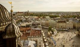 Panorama av Krakow den huvudsakliga marknadsfyrkanten royaltyfri bild