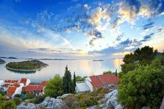 Panorama av kusten, öar och den gamla staden, Kroatien Dalmatia Arkivfoton