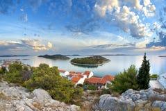 Panorama av kusten, öar och den gamla staden, Kroatien Dalmatia Royaltyfria Foton
