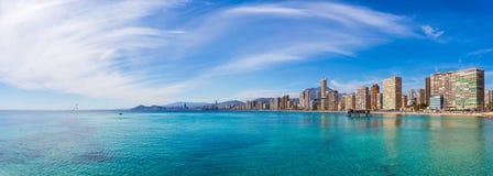 Panorama av kuststaden med havet och himmel Royaltyfria Bilder