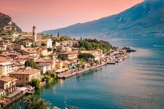 Panorama av Limone sul Garda, sjö Garda, Italien Royaltyfri Bild