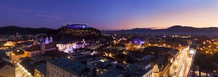 Panorama av Ljubljana på skymningen. Fotografering för Bildbyråer