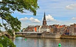 Panorama av Maastricht från floden Maas Royaltyfri Bild