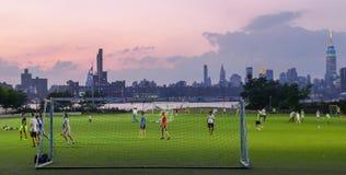 Panorama av Manhattan från Brooklyn Arkivbild