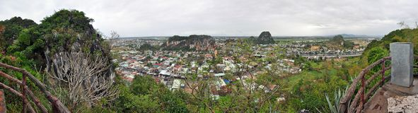 Panorama av marmorberg i Da Nang, Vietnam Arkivbilder