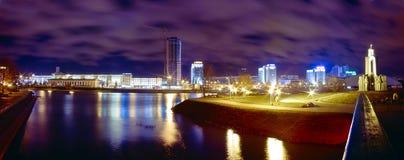 Panorama av Minsk på natten Royaltyfri Foto