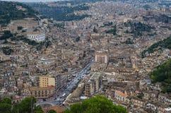 Panorama av Modica, UNESCOarvplatser i Italien royaltyfri foto