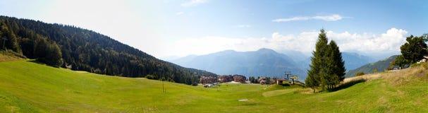 Panorama av Montecampione, Valcamonica Arkivfoton